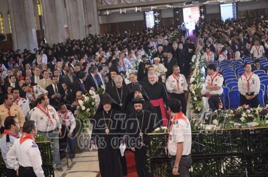 بالصور... البابا يرتدى التونية والانبا باخميوس يصف نفسه بـ الحقير