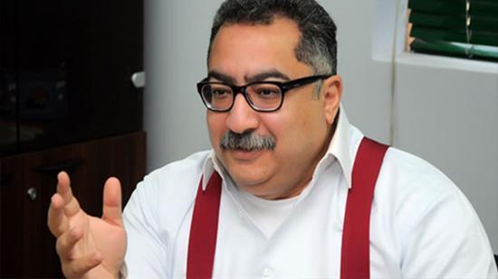 إبراهيم عيسى: الحكومة المصرية تريد منع تعليق الصليب على الكنائس