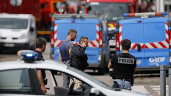 هجوم إرهابي قرب متحف اللوفر في باريس