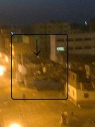 صورة المنزل الذي اختبأ به الجناة والأمن على مقربة خمسين متر ولم يتم القبض عليهم