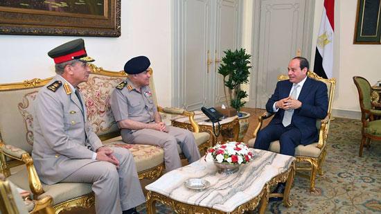 الرئيس يستقبل الفريق صدقي صبحي ويوجه الشكر له على ما قدمه خلال ترأسه وزارة الدفاع