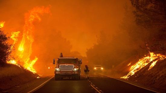 حريق هائل في كاليفورنيا.. والسلطات تجلي آلاف الأشخاص