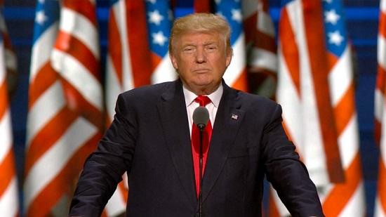 ترامب يوقع على قانون هام يخص المهاجرين غير الشرعيين
