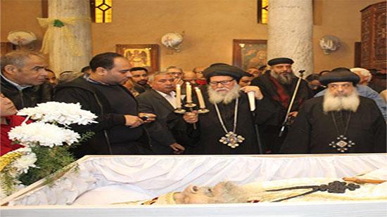بالصور.. تشييع جنازة كاهن كنيسة الأنبا شنودة بمصر القديمة