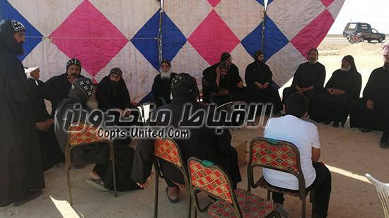 الرهبان تنشئ سرادق امام طريق الدير تمهيدا لانضمام الزوار والاهالي لاعتصامهم
