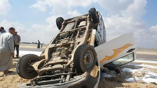 بينهم 3 أطفال.. إصابة 9 أشخاص في انقلاب سيارة أجرة بالدولي الساحلي بالبحيرة