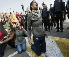 الدور الرئيسي والبارز للمراه الثورات العربيه